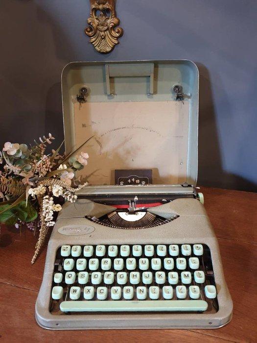 【卡卡頌 歐洲跳蚤市場/歐洲古董】※活動特價※瑞士老件_HERMES BABY 薄荷綠打字機 鐵蓋 收藏 ss0492✬