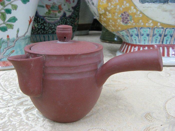 《藏寶閣》22657《清水泥側把壺.10孔.300cc》中國宜興... 1500元