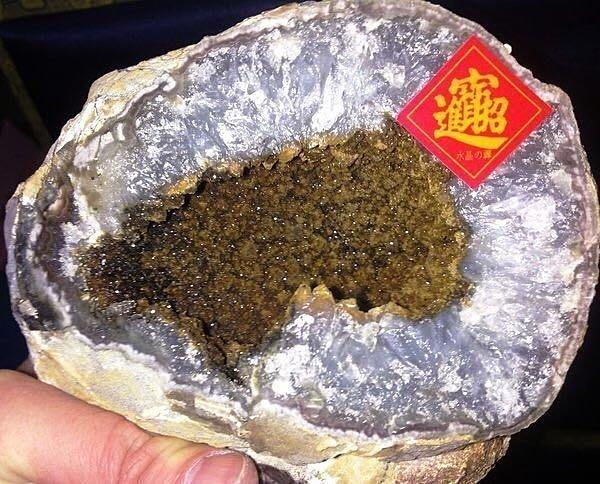 水晶の禪《傳家典藏㊣原皮晶洞》烏拉圭鯊魚嘴 咬財有力 棕櫚+咖啡變種滿天星