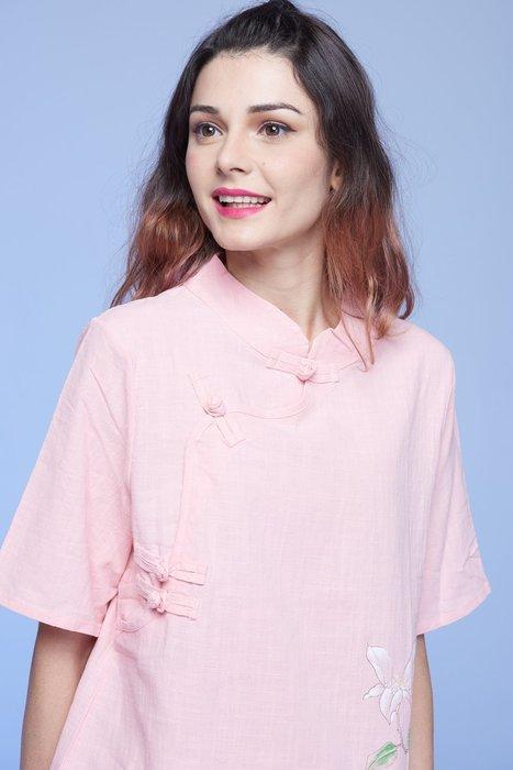 !中國藍Anewei粉色蝴蝶紛飛手繪長衫-XL.2L.3L-另有米白色