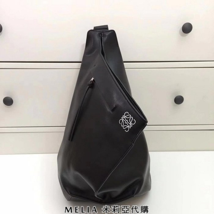 Melia 米莉亞代購 專售正品 2018ss 羅意威 LOEWE 胸包 背包 三角包 黑色