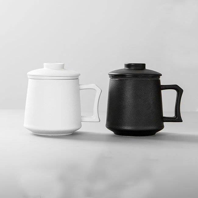 5Cgo【茗道】含稅會員有優惠 549538585535 磨砂馬克杯茶壺茶杯泡茶杯茶海陶瓷帶蓋過濾茶杯大容量辦公室泡茶杯