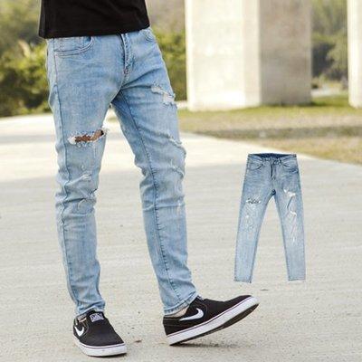 柒零年代【NB0503J】淺藍刷色破壞破洞抽鬚合身牛仔褲(SS-G8321)