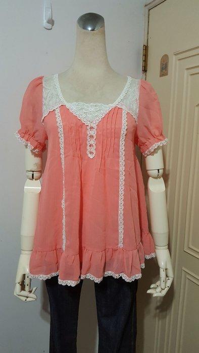 日本FROLIC品牌粉橘飾蕾絲花邊雪紡衫M號(適S~M)*250元直購價*