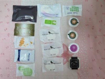 全新未拆封-小肥皂、洗髮精、沐浴乳、沐浴球、髮夾、拖鞋、毛巾