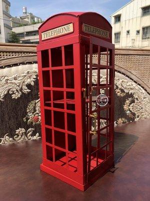 ( 台中 可愛小舖 )歐式復古風鐵製小紅色電話亭造型架置物架美式餐廳咖啡店服飾店