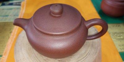 【~Y.W.Y~收藏品】~飲茶人早期收藏~紫砂(工藝壺)~歡迎行家鑑賞實品~Y183