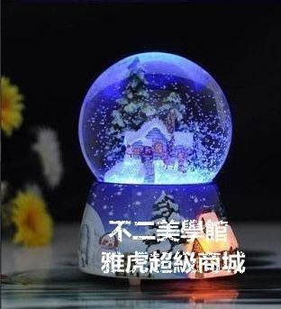 【格倫雅】^聖誕小屋聲控旋轉發光雪花水晶球音樂盒八音盒 禮品 聖誕700[g-l-y50