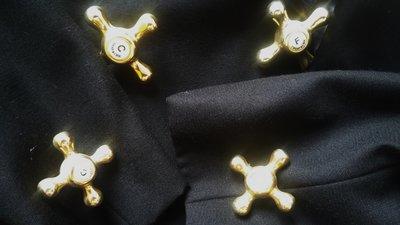原價$98500 Moschino黑色秀款重金屬五金釦緞領西裝