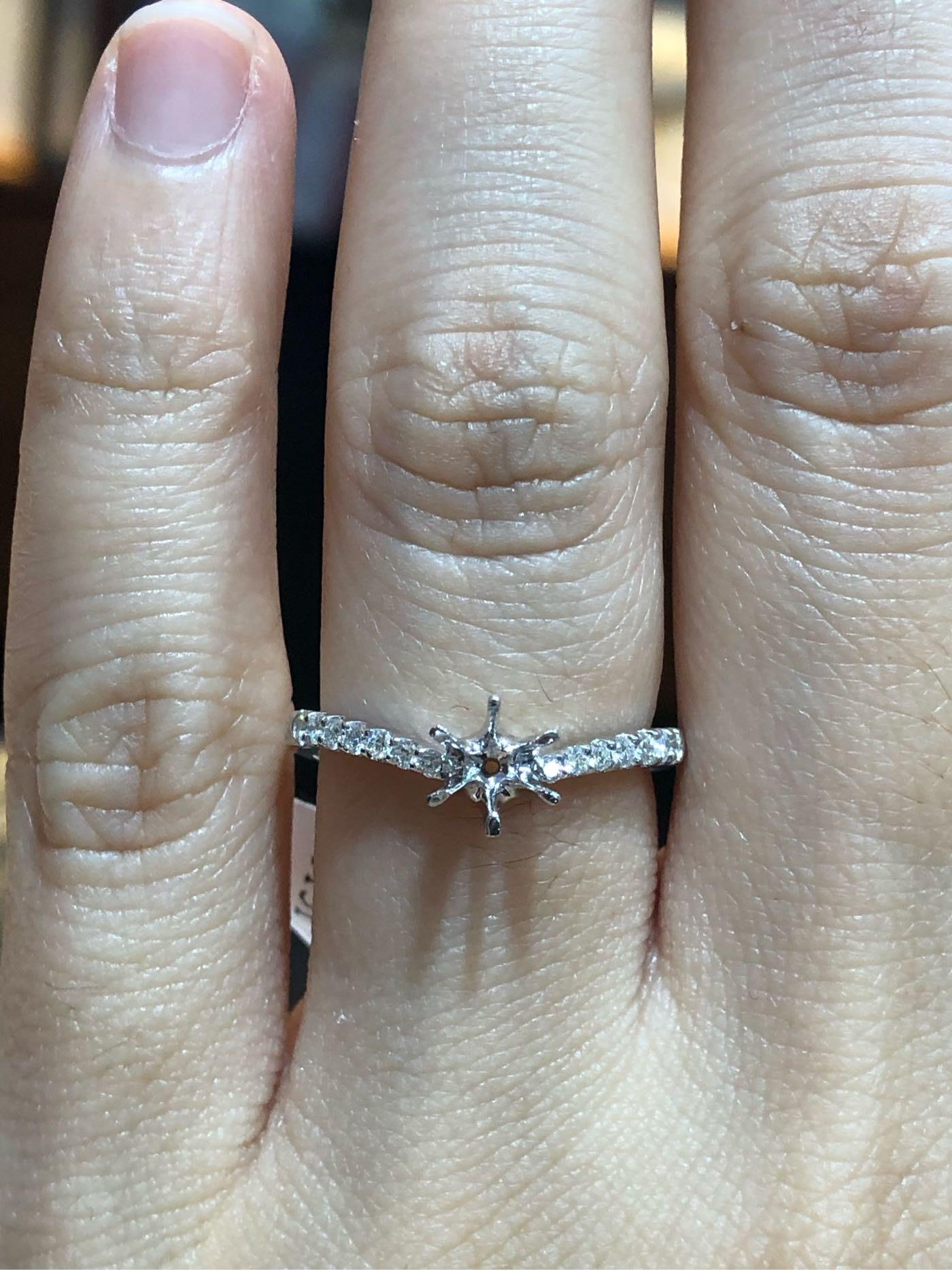 日本進口鉑金鑽石戒指,適合30分鑽石戒台,媲美I-primo價格少一半以上,可任選GIA等級鑽石,超值優惠價19380元,優雅流線造型設計款式