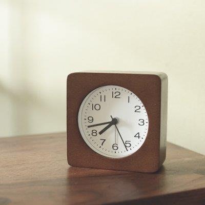 哆啦本鋪 日式簡約木質鬧鐘 實木座鐘兒童鬧鐘臥室鐘錶臺鐘 D655