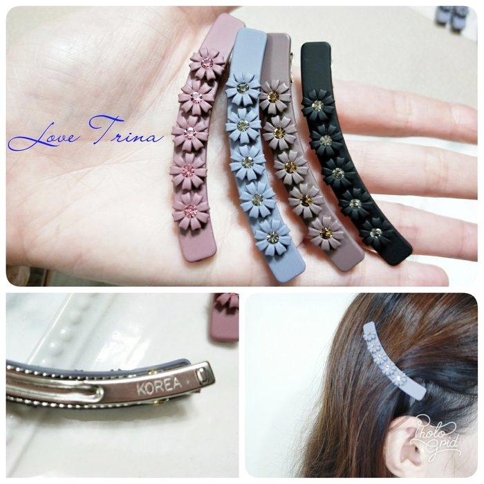 【Love Trina】9907-0105。正韓。韓國。亮鑽花朵微笑形弧型壓夾。髮夾。髮飾(4色)