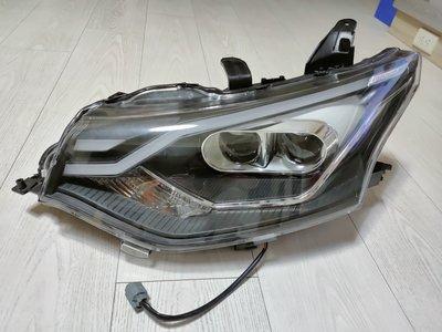 三菱 OUTLANDER 15 16 大燈 左邊 駕駛座邊 頭燈  雙魚眼 中古拆車 有斷腳