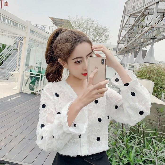 2019春v領復古波點襯衫女正韓流蘇很仙的上衣洋氣雪紡襯衣仙女范