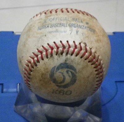 棒球天地--全台唯一--南韓職棒 KBO 比賽球.可簽王維中