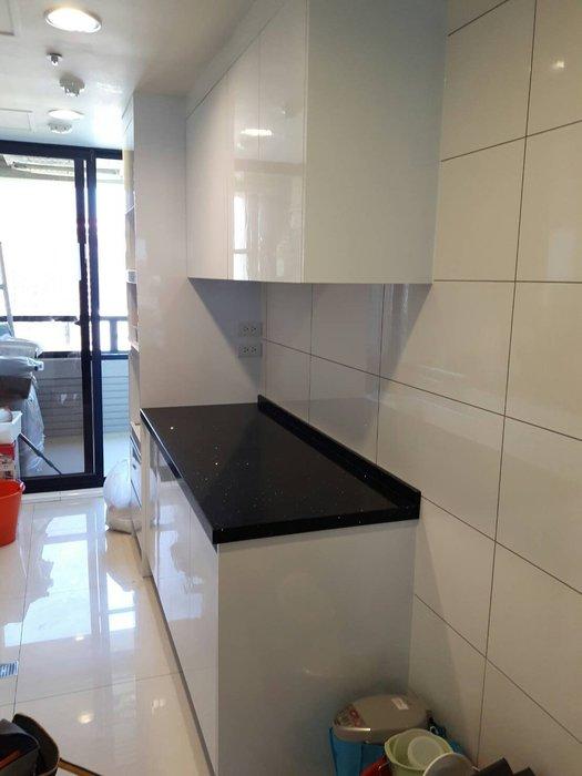 完美廚具 總長210公分廚具對面牆設計 上下平台櫃 電器櫃 人造石木芯櫃體美耐門板 鋁抽 總價只要30600元加送緩衝門