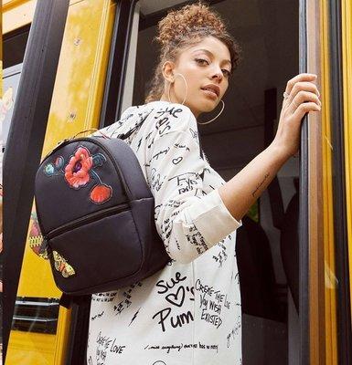 【吉米.tw】PUMA SUE TSAI 後背包 隨身小包 黑色 花與蜜蜂 076662-01 JUN