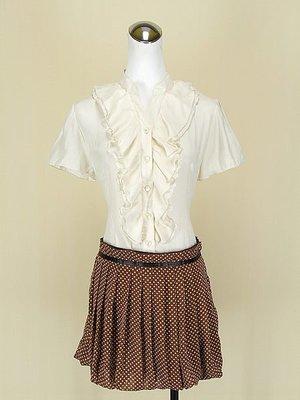 貞新Emilyan 日本專櫃 米色v領短袖緞面上衣M號+PAVOT CING 日 咖啡雪紡紗短裙M號 (52939)