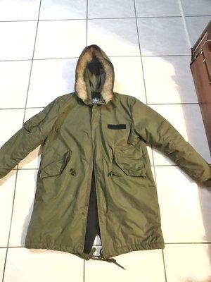 韓國購入 M-51 長版連帽毛領大衣 軍綠 Alpha  貼布 長版大衣 內裏刷絨毛 復古軍大衣 M51連帽外套 美式軍事風燕尾下...