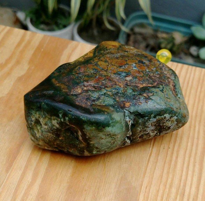 老珍藏天然花東玉石虎皮玉原礦擺件把玩件/重約140公克,天然三彩紋路非常漂亮,珍藏品便宜出清