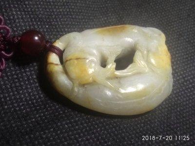 諸羅山人~~~鯰魚 金皮小籽玉 產地 新疆41公克,這件玉質和店舖招牌相片翎管同