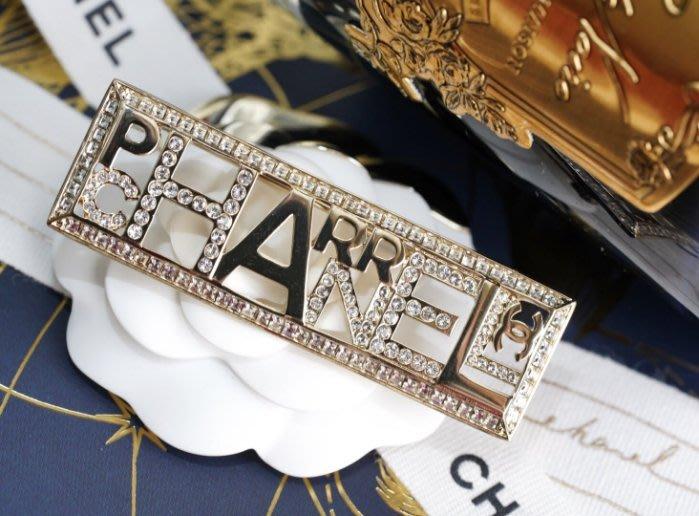 Chanel x Pharrell Williams 聯名系列 AB1579 Brooch 徽章水晶別針