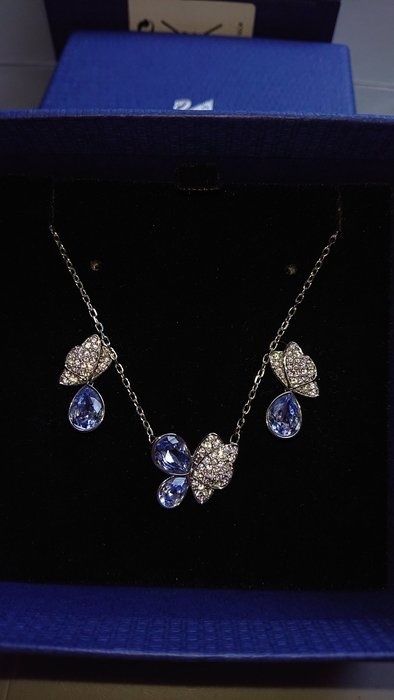 SWAROVSKI 紫羅蘭蝴蝶造型項鍊/耳環套組限定款
