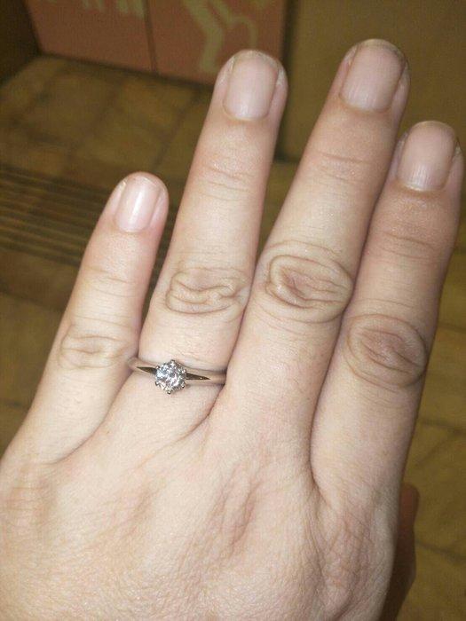 65000元含郵資失血大賠售只給第一標 Tiffany&Co. 蒂芬妮 0.51ct  PT950經典 6爪鉑金鑽石戒指
