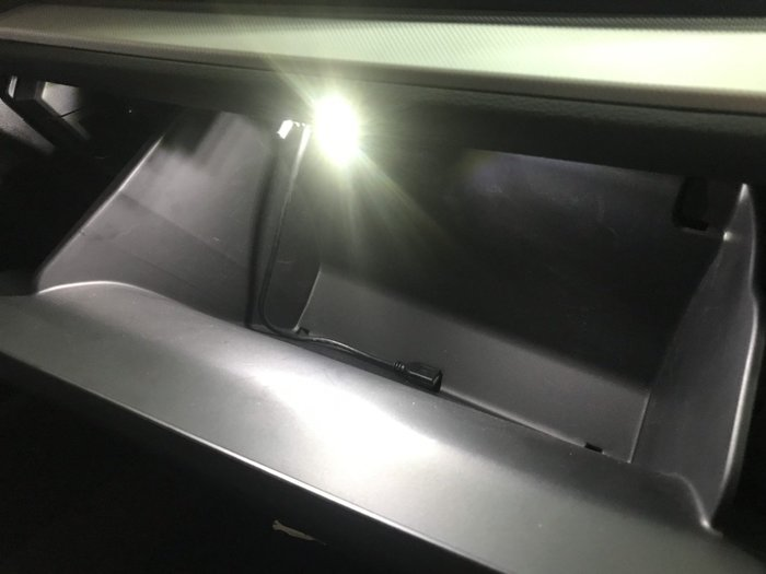 九七八汽車精品 本田 HONDA CRV5 CRV-5 本田原廠件 手套箱燈 直上免修改 晚上找東西更方便 !