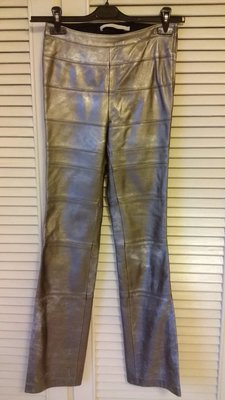 葉珈玲柔軟好穿小羊皮金屬銀貼身修長鉛筆褲