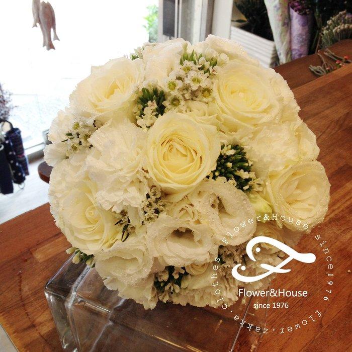 F39。白色系捧花。拍照捧花。結婚捧花。客製新娘捧花。台北自取【Flower&House花藝之家】
