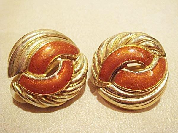 賣家珍藏,全新未戴過金色金屬圓形夾式耳環,低價起標無底價!本商品免運費!
