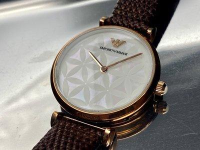 ARMANI阿曼尼女錶,編號AR00007,32mm玫瑰金圓形精鋼錶殼,白色貝母, 花紋錶面,咖啡色真皮皮革錶帶款