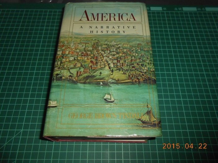 《AMERICA A NARRATIVE HISTORY》七成新 有摺痕,空白頁微損,黃斑