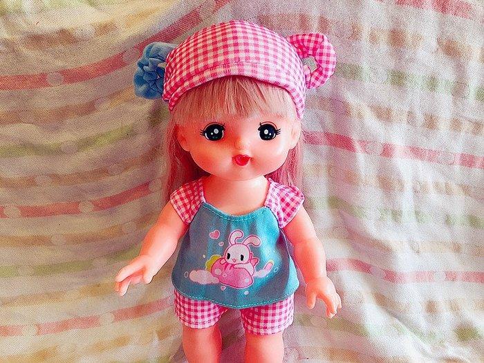 【小黑妞】小美樂.巧虎妹妹小花等30公分娃娃等可穿-小美樂可愛羊角帽子+上衣+褲子-3件套(不含娃娃)【現貨】