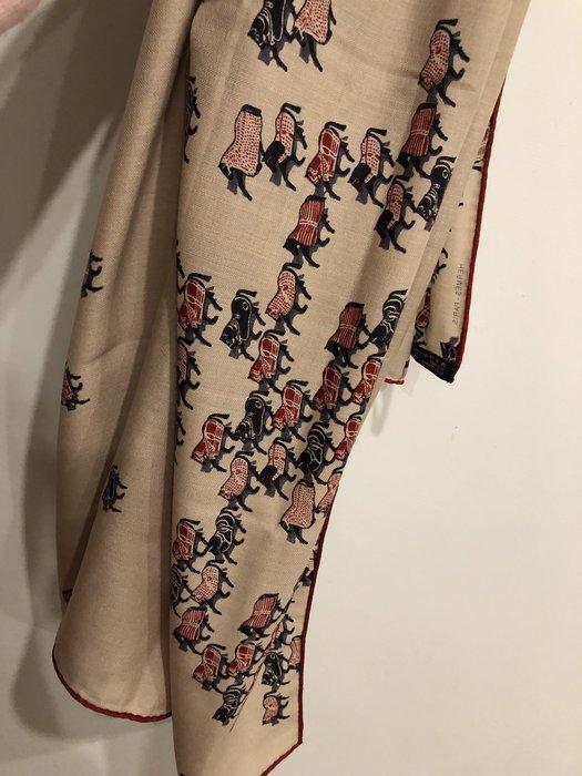 65%cashmere ➕羊毛 萬馬奔騰圖騰 紅邊披肩140cm