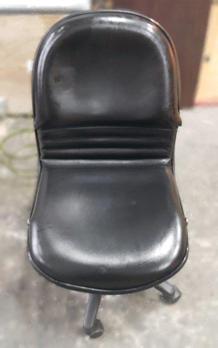 台中樂居二手家具 C912FJ 黑色皮面辦公椅*OA椅 洽談椅 電腦椅 書桌椅 2手各式桌椅拍賣【全新中古傢俱家電】