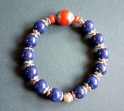 【五輪塔】佛教文物,精緻『卍藍瑪瑙念珠卍』(如圖示)光滑溫潤!