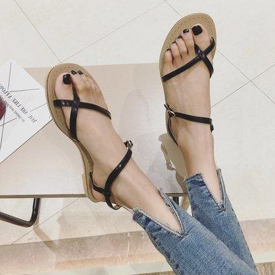 韓版 復古 批發平底涼鞋女夏2018新款韓版學生時尚夾趾一字帶鏤空百搭羅馬涼鞋子