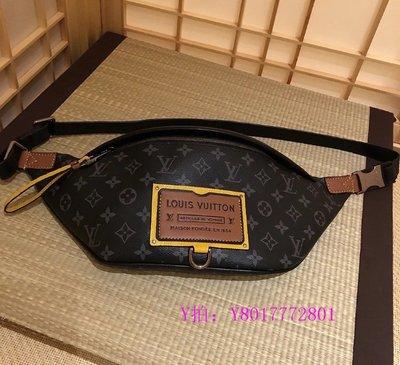 May二手精品  LV DISCOVERY 腰包 特別版 行李箱標籤 黑灰 字紋 腰包 胸口包 M45220