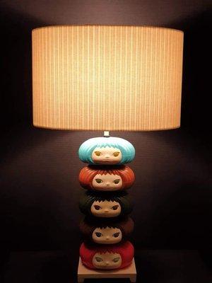 【看見藝術】勁桑「看見光」#1檯燈(C Table Lamp )運用日本購得的奈良美智Yoshitomo Nara Gummi Girl 糖果盒改造的枱燈