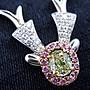 【高品珠寶】設計款0.35克拉綠彩鑽馴鹿墜子...