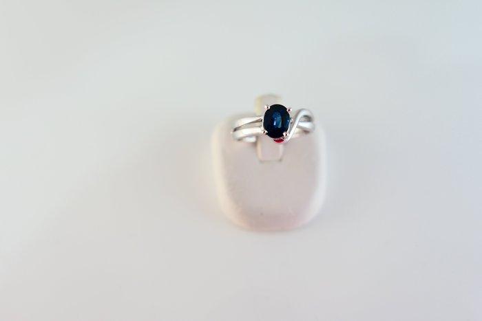 [吉宏精品交流中心]1.01克拉 天然藍寶石 白k金 造型 戒指(附證書)