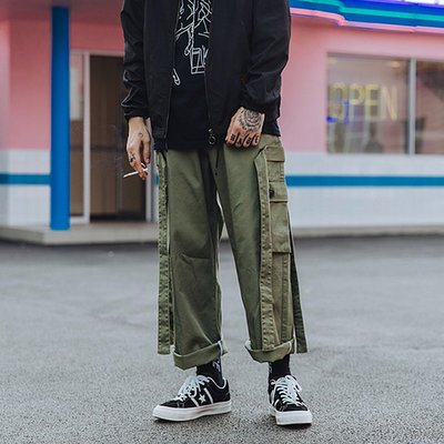 ∵ PRAY FOR FASHION ∴軍事改良六叔腔調多口袋織帶飄帶設計休閒百搭寬鬆工裝褲