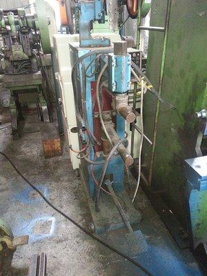 億整機械(桃園廠)~奇隆足踏式點焊機,狀況良好,歡迎來電洽詢~中古機械~