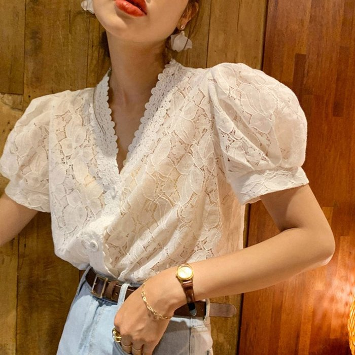SeyeS  韓系雜誌款歐式簍空超美蕾絲泡泡袖設計感V領襯衫