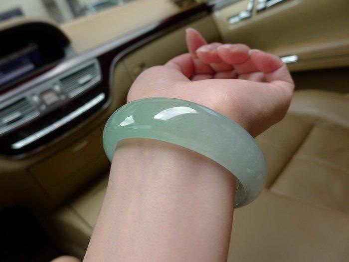 天然正品玉鐲 淡綠翡翠色女款玉石玉器玉鐲子 玉手鐲特價 送禮佳品