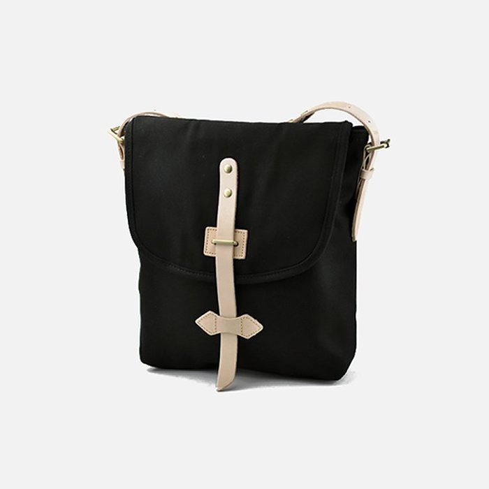~皮皮創~原創設計手作包。日式阿美咔嘰復古帆布斜背包配牛皮單肩包文青小背包