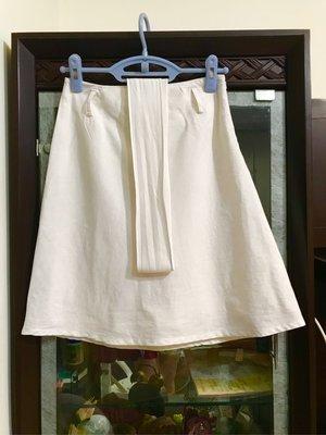 【 Theme 純白繫腰 隱形拉鍊立體短裙 34號 】裙擺加強寬版隱形線縫製,有內裡。新品現貨特價出清。