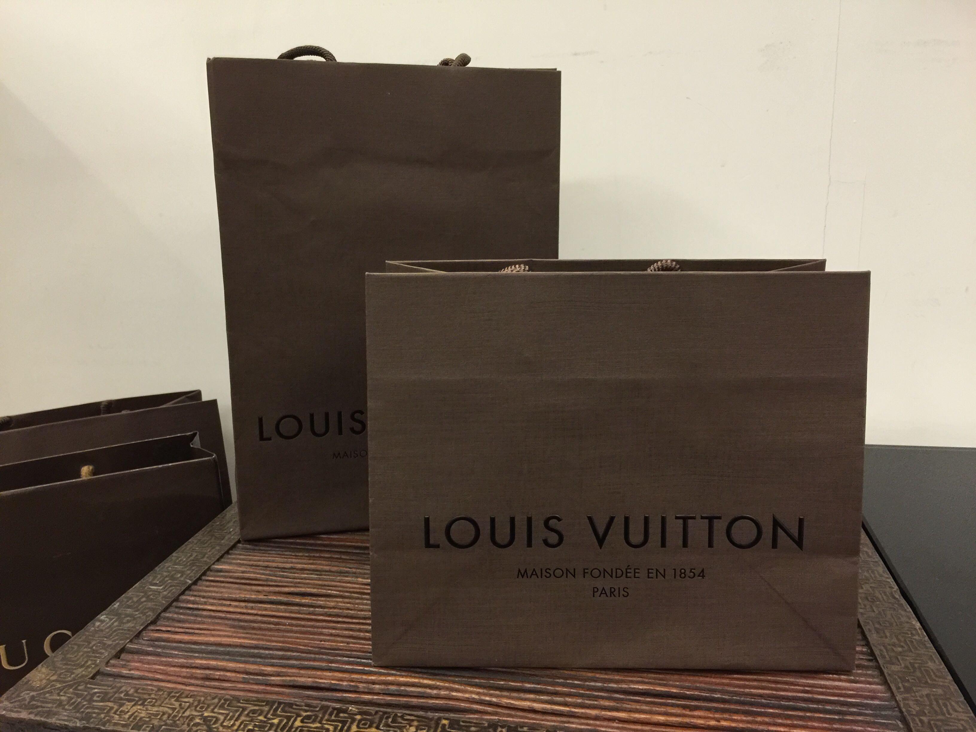 Louis Vuitton LV  Chenal 香奈兒 真品紙袋 短夾 飾品專用袋